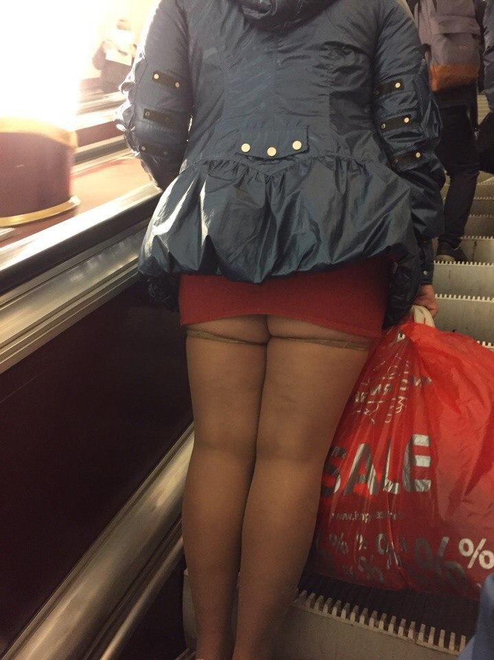 в мини юбки и в метро если