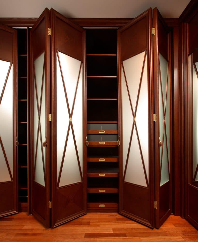 Как выглядит мужская гардеробная мечты: 13 примеров и 7 особ.