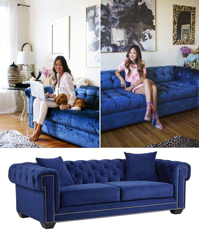 Красотка на синем диване