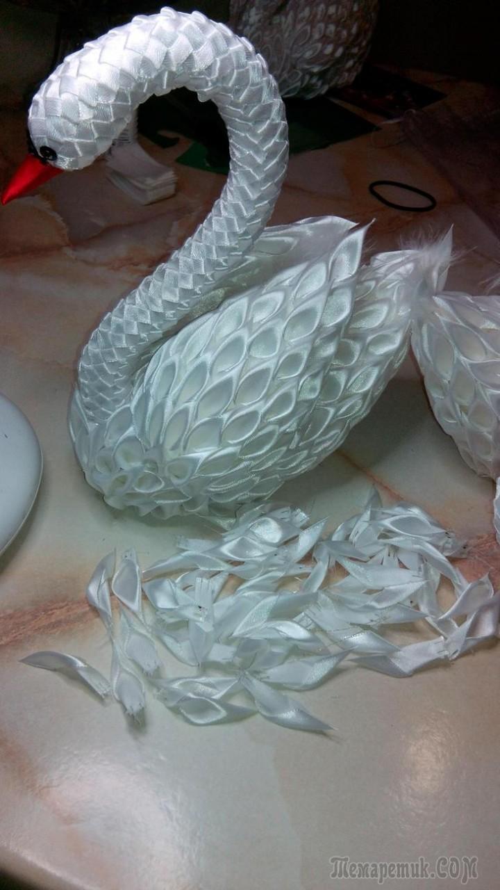 Как сделать лебедя из атласных лент поэтапно