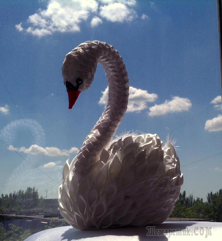 Лебедь из ленты атласной своими руками 39