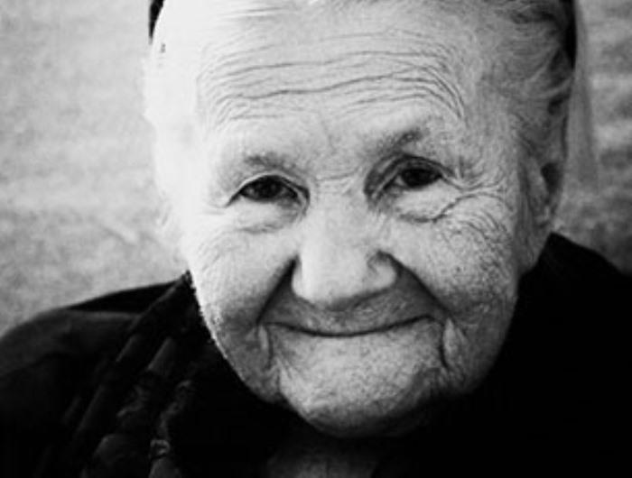 Она несколько лет прятала детей в гробах и мусорных баках, пока ее не поймали. Вот чем все закончилось